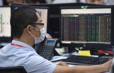 """Chứng khoán đỏ sàn, VN-Index """"bốc hơi"""", nhà đầu tư hoảng loạn bán tháo"""