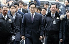 """Án tù cho """"Thái tử"""" Lee Jae-yong ảnh hưởng thế nào đến Samsung?"""