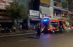 Giải cứu 7 người mắc kẹt trong đám cháy