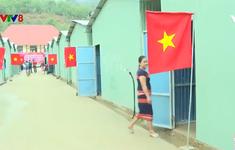 Dựng nhà mới cho người dân vùng sạt lở