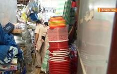 Lấn chiếm lối thoát hiểm ở chợ dịp giáp Tết Nguyên đán bất chấp rủi ro