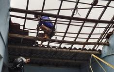 Lốc xoáy cuốn bay hàng chục mái nhà ở Quảng Ngãi