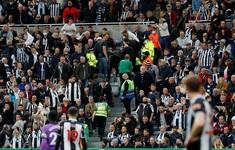 Trận Newcastle gặp Tottenham bị gián đoạn vì CĐV bị đột quỵ