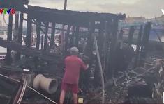 Bình Định: Cháy 5 tàu cá đang neo đậu tại cảng