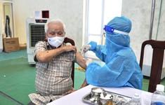 Quảng Bình ưu tiên tiêm vaccine COVID-19 cho người từ 50 tuổi trở lên
