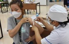 Tiêm vaccine COVID-19 tập trung cho người dân quay trở lại TP Hồ Chí Minh
