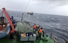 Nghệ An: Kịp thời cứu hộ tàu cá gặp nạn trên biển cùng 16 thuyền viên
