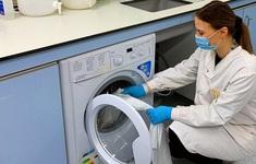 """Anh: Nghiên cứu cho thấy SARS-CoV-2 có thể """"sống"""" trên vải may mặc tới 3 ngày"""