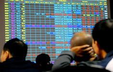 """Thị trường chứng khoán """"xanh vỏ, đỏ lòng"""""""
