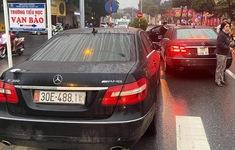 "Hai xe Mercedes cùng biển số ""gặp nhau"" trên phố"