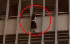 Giải cứu nữ sinh đu lan can tầng 3 tại TP Hồ Chí Minh