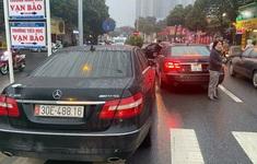 Một trong hai xe Mercedes trùng biển số không xuất trình được giấy tờ