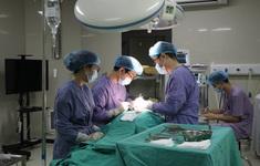 Phẫu thuật khối u tuyến giáp lớn hơn mức bình thường cho bệnh nhân 71 tuổi
