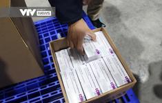 Vaccine COVID-19 rời kho tổng tới Bệnh viện Bệnh Nhiệt đới TP Hồ Chí Minh
