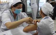 Cận cảnh quy trình tiêm vaccine phòng COVID-19 ở TP Hồ Chí Minh