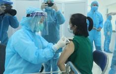 Ngày tiêm chủng vaccine COVID-19 đầu tiên diễn ra an toàn