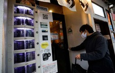 Phân phối kit xét nghiệm COVID-19 qua máy bán tự động