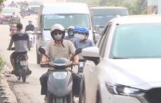 Tái diễn tình trạng đi ngược chiều trên tuyến đường Tố Hữu, Hà Nội