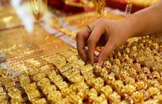 Giá vàng lùi về sát mốc 55 triệu đồng/lượng
