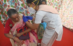 Bị tiêm vaccine phòng dại thay vì vaccine COVID-19