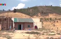 Kon Tum: Di dân vùng sạt lở đến nơi nguy cơ sạt lở