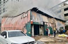Kịp thời khống chế đám cháy trên phố Định Công