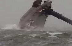 Lật tàu tại Mỹ khiến 12 người mất tích