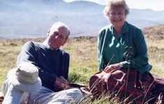 Nữ hoàng Anh công bố bức ảnh đặc biệt trước tang lễ của chồng