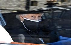 Nữ hoàng Anh lau nước mắt trong tang lễ, tiễn biệt hoàng thân Philip