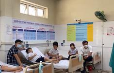 """Hàng chục học sinh tiểu học nhập viện cấp cứu vì ngộ độc """"chất nhờn ma quái"""""""