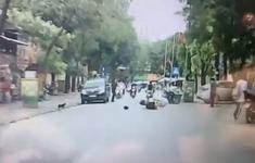 Bị đấm đá túi bụi vì mở cửa ô tô gây tai nạn