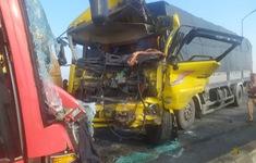 Xe khách đấu đầu xe tải trên cầu, 1 người tử vong