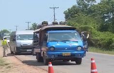 """Thủ đô Vientiane ngày đầu """"Nội bất xuất, ngoại bất nhập"""""""