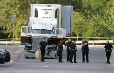 Mỹ phát hiện 149 người nhập cư trái phép trốn trong thùng hàng xe tải