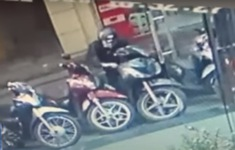 Trộm xe máy đã khóa cổ chỉ trong 4 giây