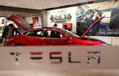 """Tesla """"gặp khó"""" tại thị trường Trung Quốc"""