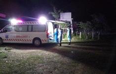 Chuyên gia y tế Việt Nam cấp cứu bệnh nhân COVID-19 tại Bệnh viện Phonthong (Lào)