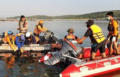 Mải chụp ảnh selfie, 7 người chết đuối trên đảo Java