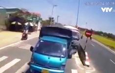 Quay đầu, xe khách gây tai nạn liên hoàn