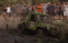 """Lễ hội đua xe địa hình """"tắm bùn"""" tại Hungary"""