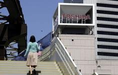 """""""Tượng đài"""" công nghệ Toshiba vướng bê bối lớn"""
