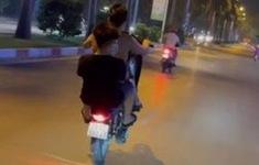 Phạt 2 thanh niên không đội mũ bảo hiểm, bốc đầu xe máy