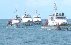 Cảnh sát biển tổ chức huấn luyện và bắn súng pháo trên biển
