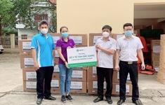 Trao tặng hàng chục ngàn thuốc súc miệng họng cho lực lượng y tế tuyến đầu chống COVID-19