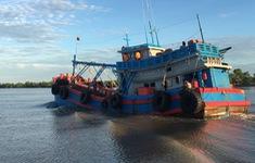 Gia tăng tình trạng mua bán, vận chuyển, sang mạn dầu trái phép trên biển
