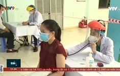 Tăng cường lực lượng điều phối điểm tiêm vắc xin sân vận động Phú Thọ