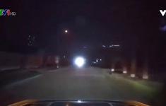 Sử dụng đèn pha trong đêm tối như thế nào mới an toàn?