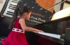 Thần đồng piano được biểu diễn tại nhà hát danh giá ở Mỹ