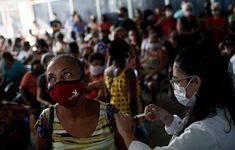 Lào có số ca mắc COVID-19 cộng đồng  tăng vọt, Ấn Độ lập kỷ lục tiêm hơn 20 triệu mũi vaccine/ngày