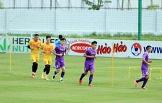 Không quản ngại nắng gắt, ĐT Việt Nam tiếp tục rèn thể lực chuẩn bị cho trận đấu với Trung Quốc và Oman